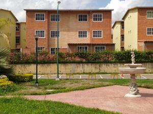 Apartamento En Ventaen Guatire, Alto Grande, Venezuela, VE RAH: 20-20825