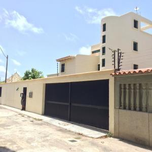 Casa En Ventaen Higuerote, Ciudad Balneario Higuerote, Venezuela, VE RAH: 20-20838