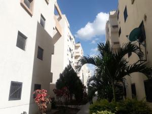 Apartamento En Ventaen Municipio Los Guayos, Paraparal, Venezuela, VE RAH: 20-21032