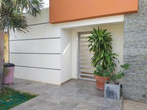 Casa En Alquileren Coro, Intercomunal Coro La Vela, Venezuela, VE RAH: 20-21114