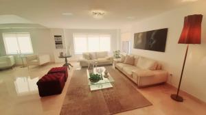 Apartamento En Ventaen Maracaibo, Avenida El Milagro, Venezuela, VE RAH: 20-21197