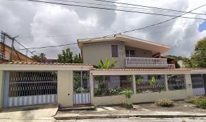 Casa En Ventaen Barquisimeto, Colinas De Santa Rosa, Venezuela, VE RAH: 20-1496