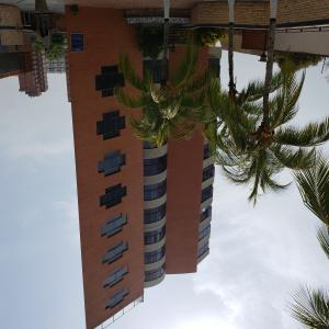 Apartamento En Ventaen Catia La Mar, Playa Grande, Venezuela, VE RAH: 20-21265