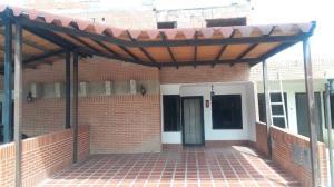 Townhouse En Ventaen Municipio San Diego, Pueblo De San Diego, Venezuela, VE RAH: 20-21302