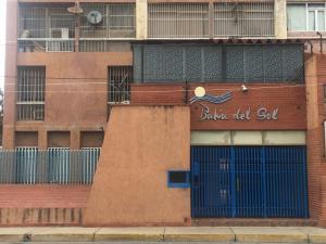 Apartamento En Ventaen Margarita, Avenida Bolivar, Venezuela, VE RAH: 20-21352