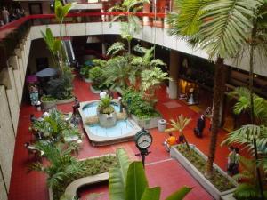 Local Comercial En Ventaen Caracas, Las Mercedes, Venezuela, VE RAH: 20-21384