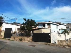 Casa En Ventaen Barquisimeto, Colinas De Santa Rosa, Venezuela, VE RAH: 20-22697