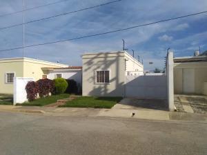 Casa En Ventaen Cabudare, Parroquia José Gregorio, Venezuela, VE RAH: 20-21402