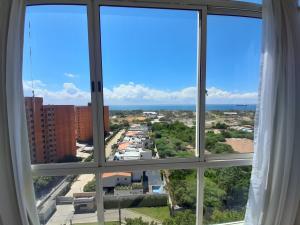 Apartamento En Alquileren Maracaibo, Avenida El Milagro, Venezuela, VE RAH: 20-13384