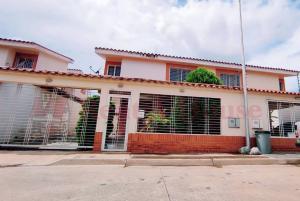 Townhouse En Ventaen Maracay, Los Girasoles, Venezuela, VE RAH: 20-21686