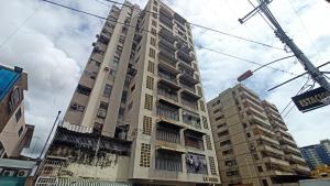 Apartamento En Alquileren Maracay, Zona Centro, Venezuela, VE RAH: 20-21740