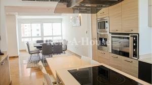 Apartamento En Ventaen Maracaibo, Avenida El Milagro, Venezuela, VE RAH: 20-21751