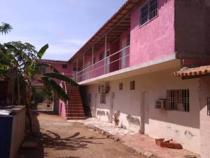Casa En Ventaen Coro, Intercomunal Coro La Vela, Venezuela, VE RAH: 20-21845