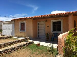 Casa En Ventaen Margarita, San Antonio, Venezuela, VE RAH: 20-21889