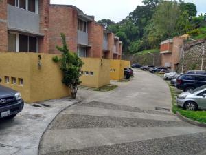 Townhouse En Ventaen Caracas, Los Guayabitos, Venezuela, VE RAH: 20-22259