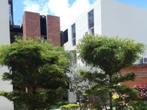 Apartamento En Ventaen Guacara, Carret Guacara - San Joaquin, Venezuela, VE RAH: 20-21895