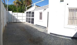 Casa En Ventaen Coro, Intercomunal Coro La Vela, Venezuela, VE RAH: 20-21992
