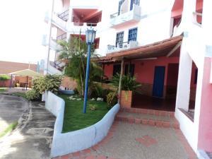 Apartamento En Ventaen Margarita, Sector San Lorenzo, Venezuela, VE RAH: 20-21045