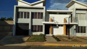 Townhouse En Ventaen Maracaibo, Altos De La Vanega, Venezuela, VE RAH: 20-21932