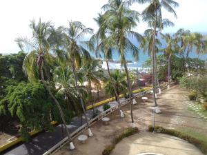 Apartamento En Ventaen Catia La Mar, Playa Grande, Venezuela, VE RAH: 20-22155