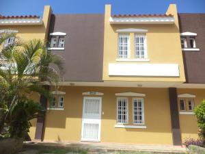 Townhouse En Ventaen Puerto Cabello, Cumboto, Venezuela, VE RAH: 20-22249