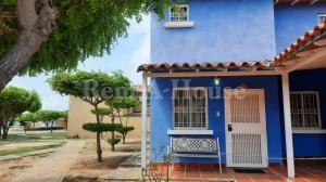 Townhouse En Ventaen Ciudad Ojeda, Cristobal Colon, Venezuela, VE RAH: 20-21070