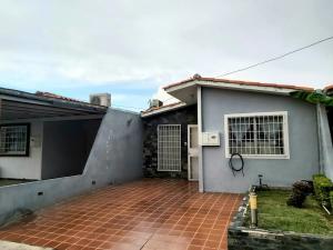 Casa En Ventaen Cabudare, Prados Del Golf, Venezuela, VE RAH: 20-22349