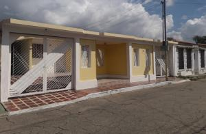 Casa En Alquileren Guacara, Ciudad Alianza, Venezuela, VE RAH: 20-22644