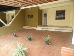 Townhouse En Ventaen Municipio San Diego, Sabana Del Medio, Venezuela, VE RAH: 20-22562