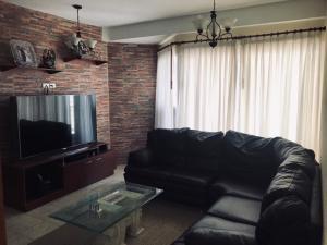 Apartamento En Ventaen Maracaibo, Avenida El Milagro, Venezuela, VE RAH: 20-19986