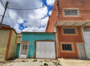 Casa En Ventaen Valencia, Parroquia San Blas, Venezuela, VE RAH: 20-22654