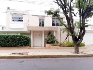 Casa En Ventaen Maracaibo, Avenida Baralt, Venezuela, VE RAH: 20-22574