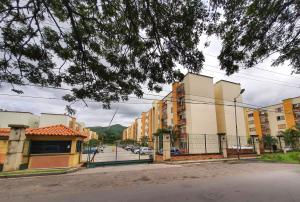 Apartamento En Ventaen Municipio San Diego, El Polvero, Venezuela, VE RAH: 20-22752