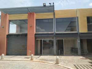 Local Comercial En Ventaen Municipio Los Guayos, Paraparal, Venezuela, VE RAH: 20-22731