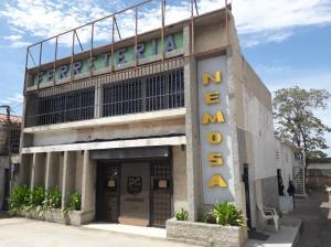 Local Comercial En Alquileren Maracaibo, Avenida Falcon, Venezuela, VE RAH: 20-22744