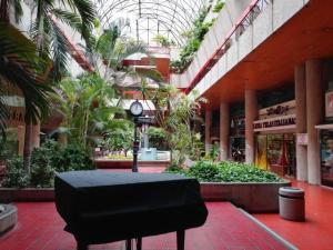 Local Comercial En Alquileren Caracas, Las Mercedes, Venezuela, VE RAH: 20-22792