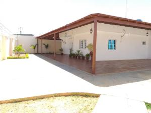 Casa En Ventaen Punto Fijo, Puerta Maraven, Venezuela, VE RAH: 20-22646