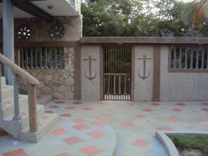 Casa En Ventaen Higuerote, Ciudad Balneario Higuerote, Venezuela, VE RAH: 20-23606