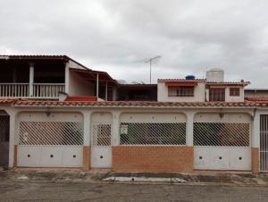 Casa En Ventaen Cua, Santa Rosa, Venezuela, VE RAH: 20-23025