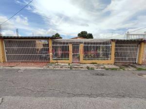 Casa En Ventaen Maracay, Los Samanes, Venezuela, VE RAH: 20-23054