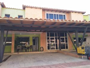 Townhouse En Ventaen Municipio San Diego, Monteserino, Venezuela, VE RAH: 20-23120
