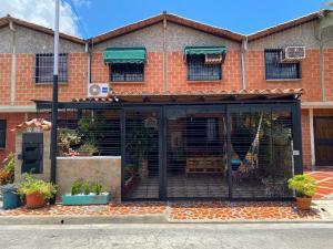 Casa En Ventaen Guatire, El Ingenio, Venezuela, VE RAH: 20-23104