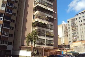 Apartamento En Ventaen Caracas, Parroquia Santa Rosalia, Venezuela, VE RAH: 20-23216