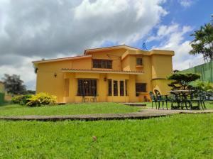 Casa En Ventaen Valencia, Valles De Camoruco, Venezuela, VE RAH: 20-23318