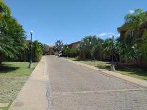 Casa En Ventaen Coro, Sector Bobare, Venezuela, VE RAH: 20-23237