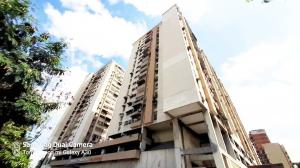 Apartamento En Ventaen Maracay, Zona Centro, Venezuela, VE RAH: 20-23560