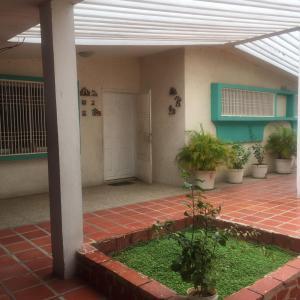Casa En Ventaen Municipio San Francisco, La Coromoto, Venezuela, VE RAH: 20-23506