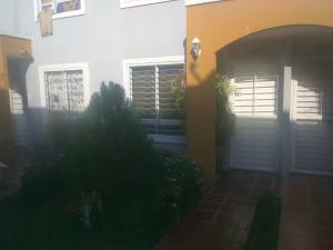 Townhouse En Ventaen Maracaibo, Via La Concepcion, Venezuela, VE RAH: 20-23532
