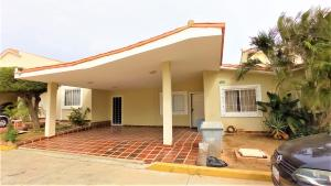 Townhouse En Ventaen Maracaibo, Doral Norte, Venezuela, VE RAH: 20-23679