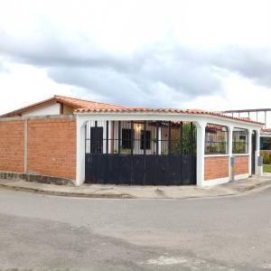 Casa En Ventaen Guacara, Ciudad Alianza, Venezuela, VE RAH: 20-23662